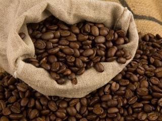 Xuất khẩu cà phê toàn cầu giảm đáng kể